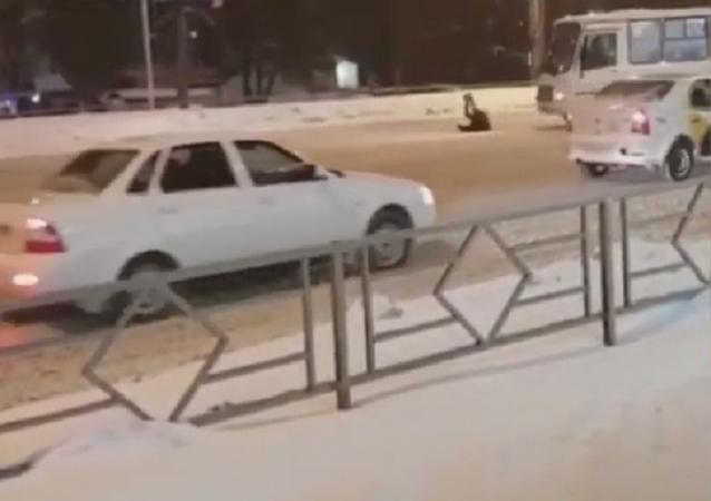 El día en que un peatón atropelló a un autobús