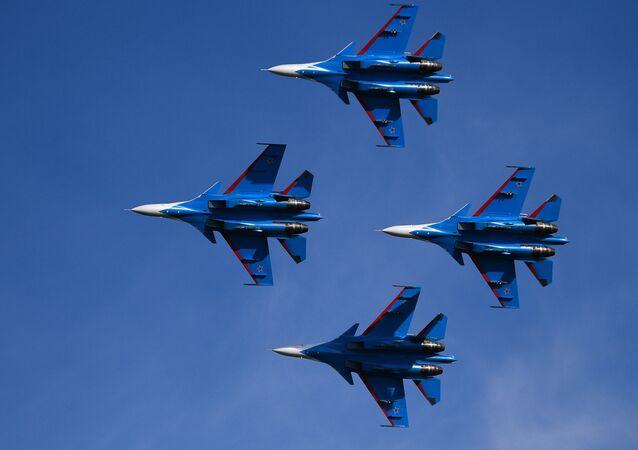 El grupo de alto pilotaje Russkiye Vitiazi ('Caballeros rusos')
