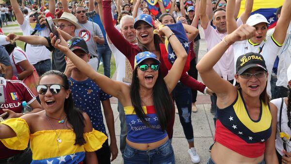 Una manifestación de protesta contra Nicolás Maduro - Sputnik Mundo