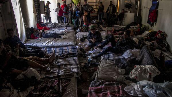 Hospedaje de hombres jóvenes de la caravana migrante en Tijuana, Baja California, México - Sputnik Mundo