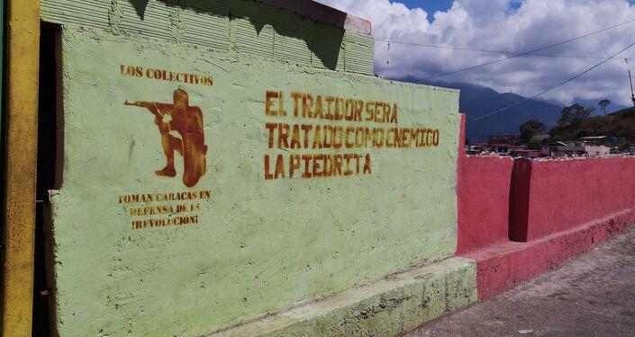 Mural en La Piedrita, mensaje a los Traidores