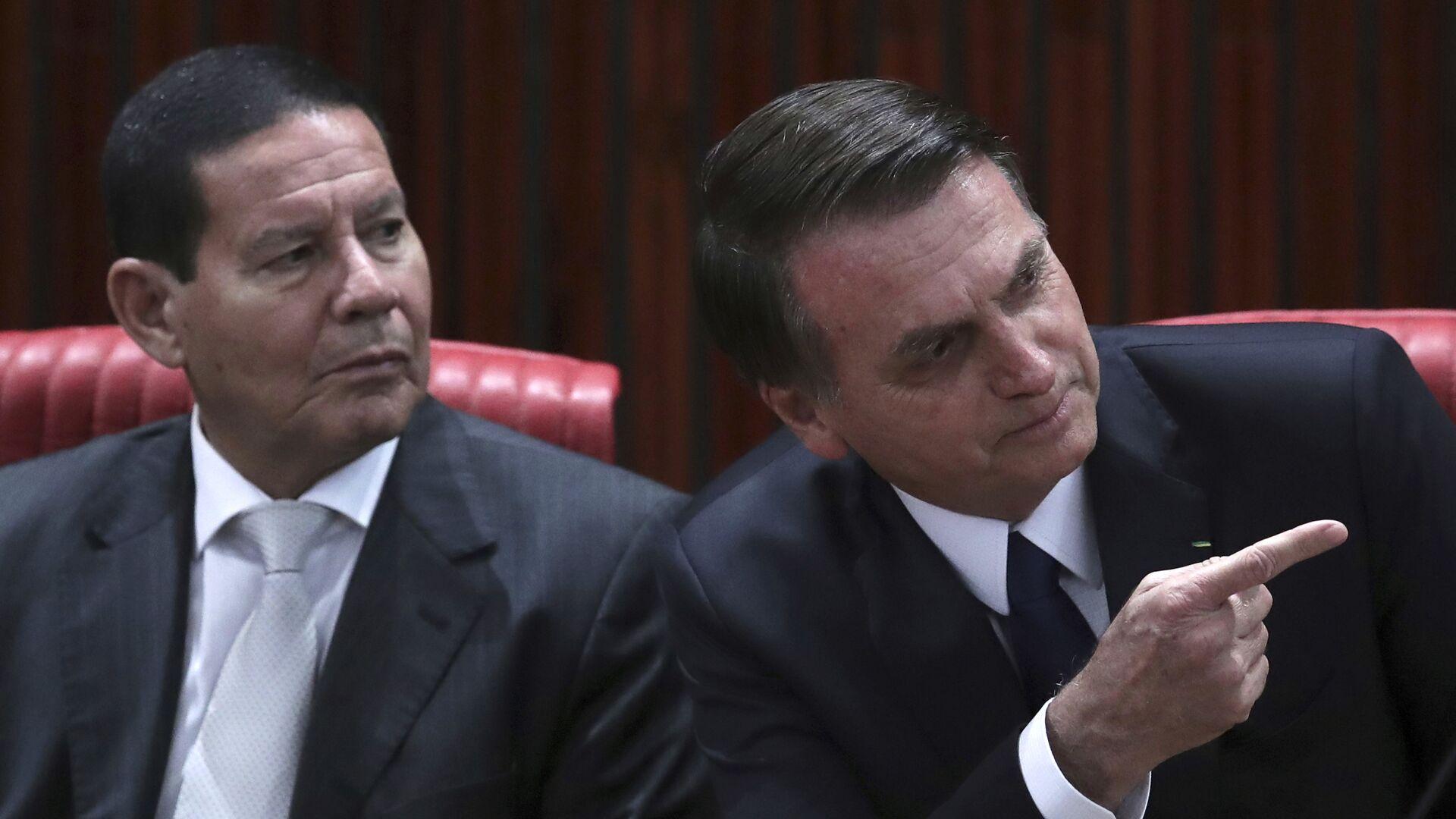 El vicepresidente de Brasil, Antonio Hamilton Mourao, y el presidente Jair Bolsonaro - Sputnik Mundo, 1920, 23.08.2021