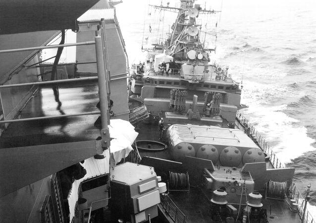 Colisión del crucero estadounidense Yorktown y el buque soviético Bezzavetni