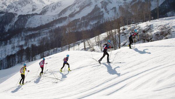 Entrenamiento de esquí-alpinismo en Sochi, Krásnaya Poliana (archivo) - Sputnik Mundo