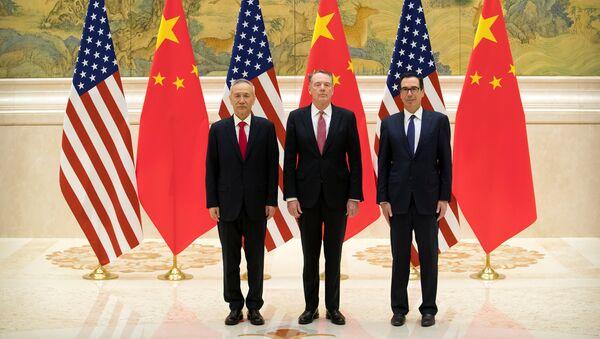 El vice primer ministro chino Liu He, el representante comercial de EEUU, Robert Lighthizer, y el secretario del Tesoro estadounidense, Steven Mnuchin - Sputnik Mundo