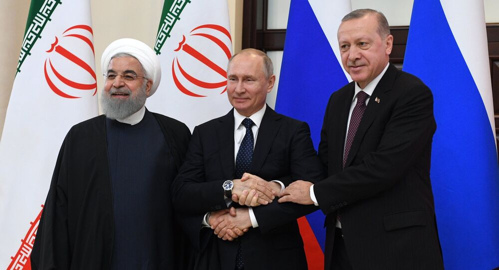 El presidente de Irán, Hasán Rohaní, el presidente de Rusia, Vlad'imir Putin, y el presidente turco, Recep Tayyip Erdogan