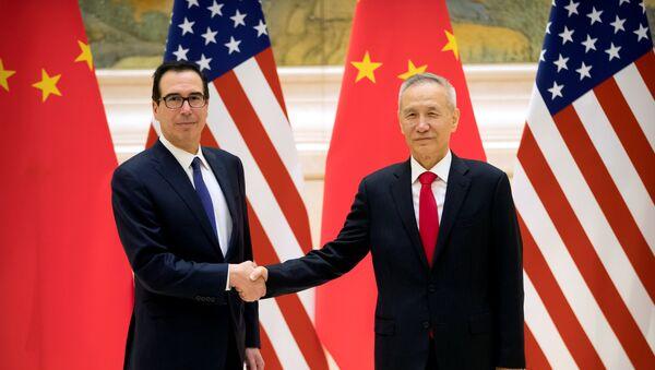 El secretario del Tesoro estadounidense, Steven Mnuchin, y el vice primer ministro chino Liu He - Sputnik Mundo