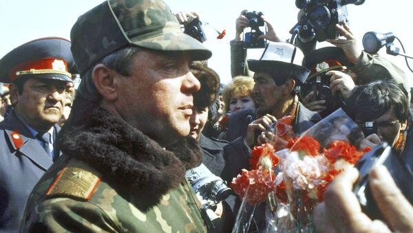 El coronel general Borís Grómov tras la retirada de las tropas de Afganistán - Sputnik Mundo