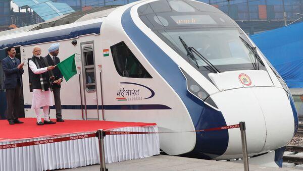 El primer ministro indio, Narendra Modi, durante el lanzamiento del Vande Bharat Express - Sputnik Mundo