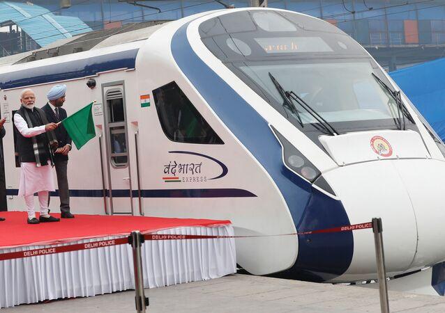 El primer ministro indio, Narendra Modi, durante el lanzamiento del Vande Bharat Express