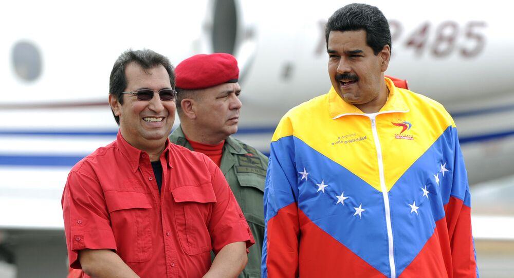 El hermano mayor del fallecido expresidente de Venezuela, Hugo Chávez, Adán Chávez, y presidente de Venezuela, Nicolás Maduro (archivo)