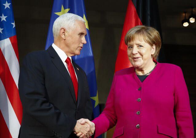 Ángela Merkel, canciller de Alemania, recibe a Mike Pence, vicepresidente de EEUU, en la COnferencia de Seguridad de Múnich (Alemania) el 16 de febrero de 2019