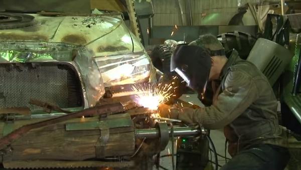 Así diseñan en Rusia unos autos apocalípticos inspirados en Mad Max - Sputnik Mundo