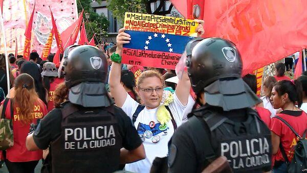 Marcha en apoyo a Maduro frente a la embajada de EEUU en Buenos Aires - Sputnik Mundo