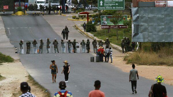 Militares bloquean la frontera entre Venezuela y Brasil en Pacaraima - Sputnik Mundo