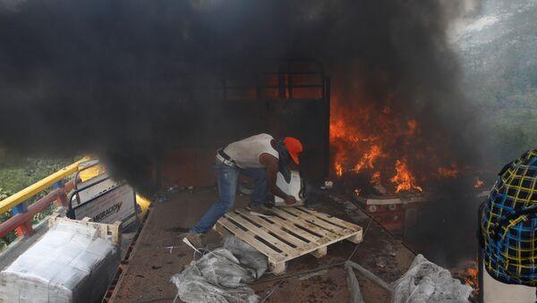 Un camion con ayuda humanitaria para Venezuela - Sputnik Mundo