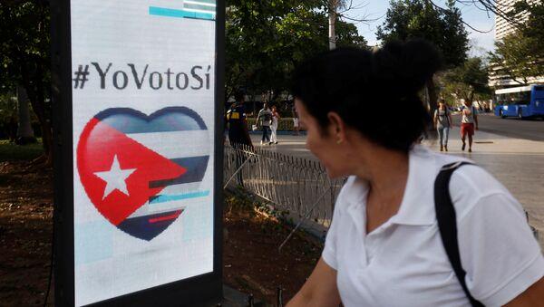 Un cartel del referéndum constitucional en Cuba - Sputnik Mundo