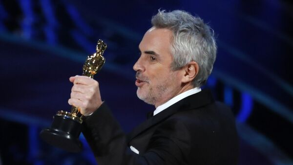 Alfonso Cuarón recibe el Oscar - Sputnik Mundo