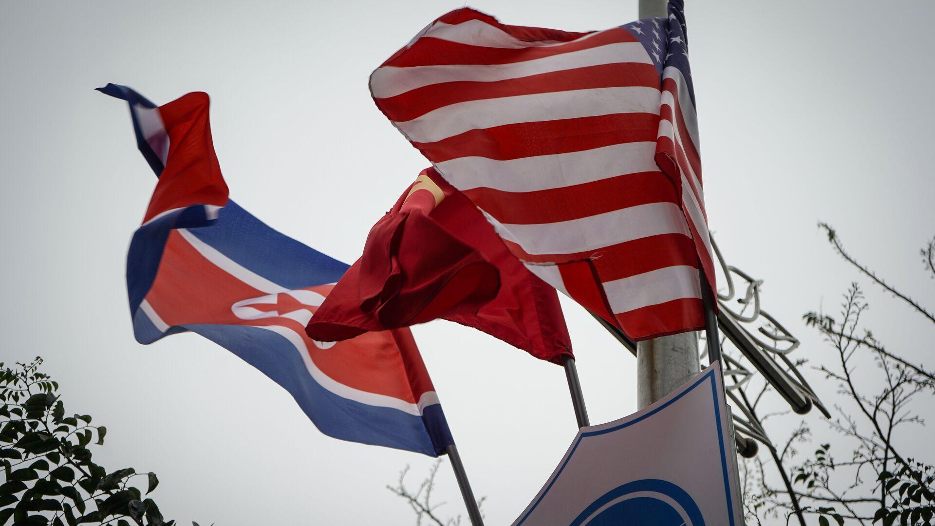Banderas de Corea del Norte y EEUU en Hanói - Sputnik Mundo, 1920, 23.07.2021