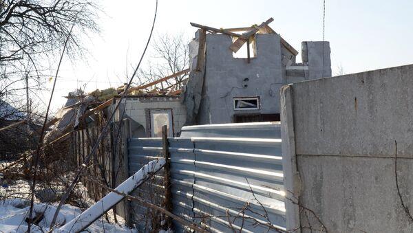 Edificios destruidos en Makéevka, Donbás (archivo) - Sputnik Mundo