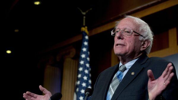 Bernie Sanders, senador estadounidense - Sputnik Mundo