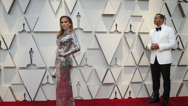 Jennifer Lopez en la alfombra roja de los Oscar - Sputnik Mundo