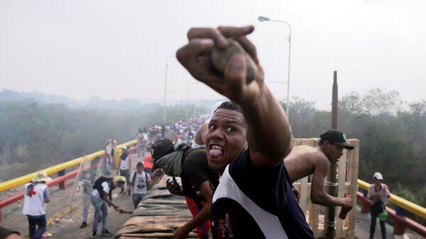 Situación en la frontera entre Venezuela y Brasil (23 de febrero) - Sputnik Mundo