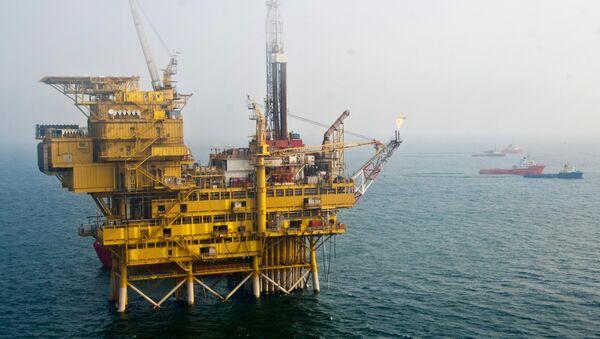 Una plataforma petrolífera en la bahía de Bohai - Sputnik Mundo