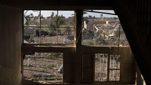 Un edificio destruido en Baguz - Sputnik Mundo