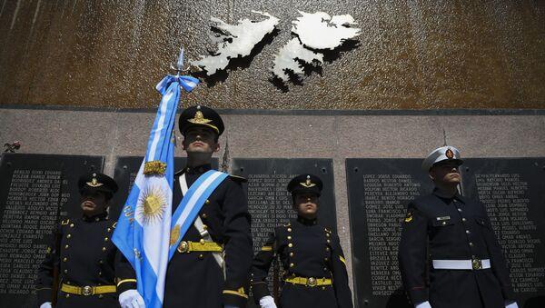 Un homenaje a los caídos argentinos en Malvinas - Sputnik Mundo