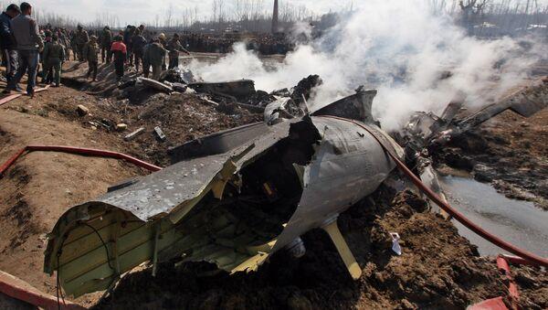Los resros de un avión de las Furzas Aéreas de la India derribado por Pakistán en Cachemira - Sputnik Mundo