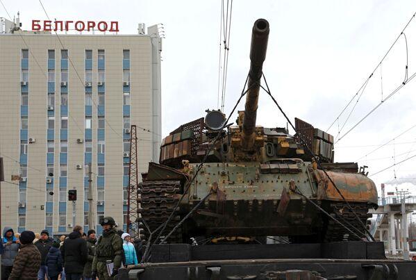 Un tren con trofeos incautados a los terroristas en Siria inicia su viaje por Rusia - Sputnik Mundo