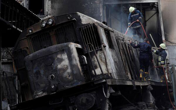 El descarrilamiento de un tren en El Cairo - Sputnik Mundo