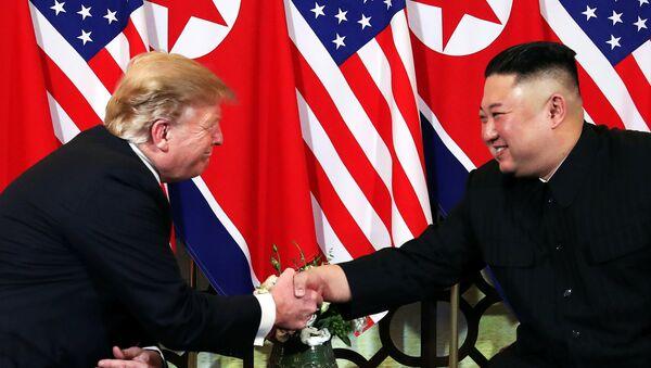 El presidente de EEUU, Donald Trump, y el líder norcoreano, Kim Jong-un - Sputnik Mundo
