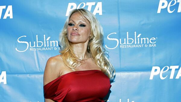 La actriz Pamela Anderson - Sputnik Mundo