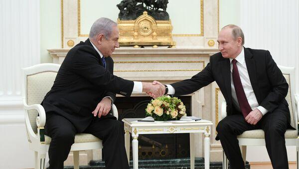 Primer ministro de Israel, Benjamín Netanyahu, y presidente de Rusia, Vladímir Putin - Sputnik Mundo