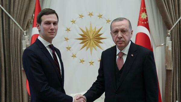 El yerno y consejero principal del presidente de EEUU, Jared Kushner y el presidente de Turquía, Recep Tayyip Erdogan - Sputnik Mundo