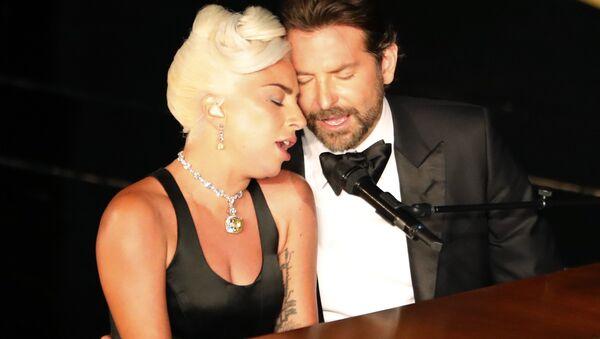 Los artistas Bradley Cooper y Lady Gaga durante la ceremonia de los 91 Premios Oscar, el 25 de febrero de 2019, en Los Ángeles (EEUU) - Sputnik Mundo
