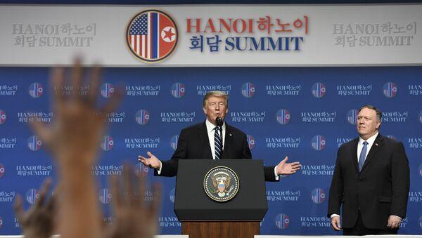 La rueda de prensa del presidente de EEUU Donald Trump tras el encuentro con el líder norcoreano Kim Jong-un - Sputnik Mundo