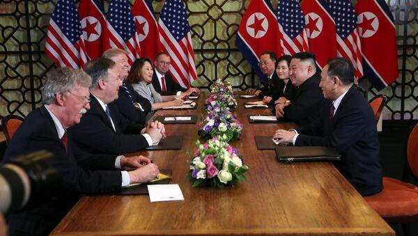 La cumbre entre el presidente de EEUU, Donald Trump, y el líder norcoreano, Kim Jong-un - Sputnik Mundo