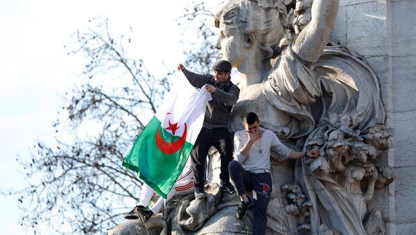 Protestas en Argelia contra el quinto mandato de Abdelaziz Buteflika - Sputnik Mundo