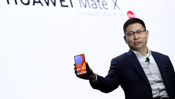 Un smartphone Huawei, imagen referencial - Sputnik Mundo