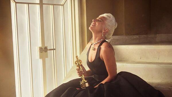 Lady Gaga con su Oscar - Sputnik Mundo