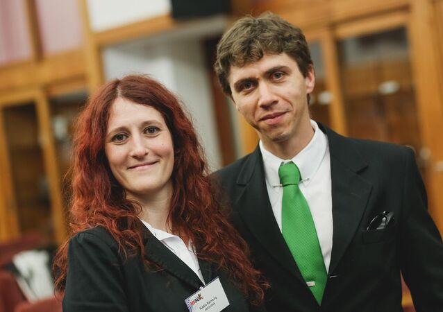 Nadia Barreiro y Ezequiel Pawelko, científicos argentinos que participaron en el desarrollo del lidar para facilitar la aeronavegacion en presencia de ceniza volcánica