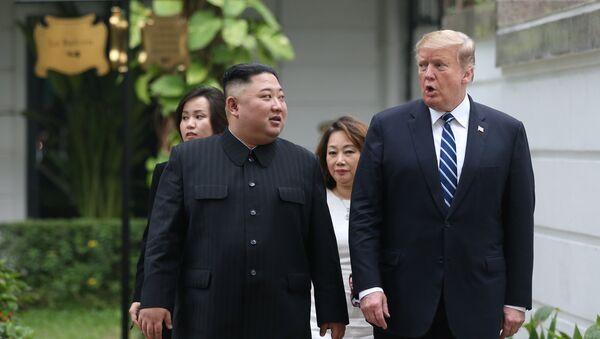 El líder norcoreano, Kim Jong-un y el presidente de EEUU, Donald Trump - Sputnik Mundo