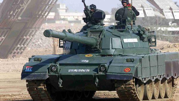 Tanque pakistaní Al-Zarrar - Sputnik Mundo