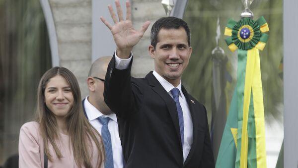 El opositor venezonalo Juan Guaidó y su esposa Fabiana Rosales visitan Brasil - Sputnik Mundo