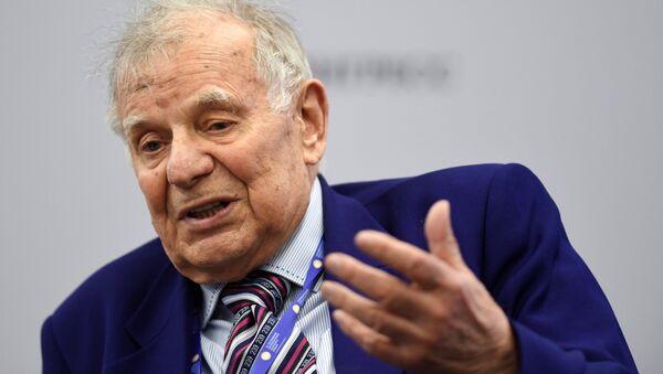 Zhorés Alfiórov, científico ruso (archivo) - Sputnik Mundo