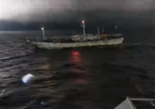 Un guardacostas argentino dispara ante un buque chino