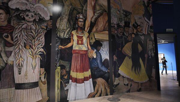 La muestra 'Viva la Vida. Frida Kahlo y Diego Rivera. Pintura y arte gráfico de colecciones privadas y museos' - Sputnik Mundo